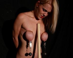 Ali larter boob slips out