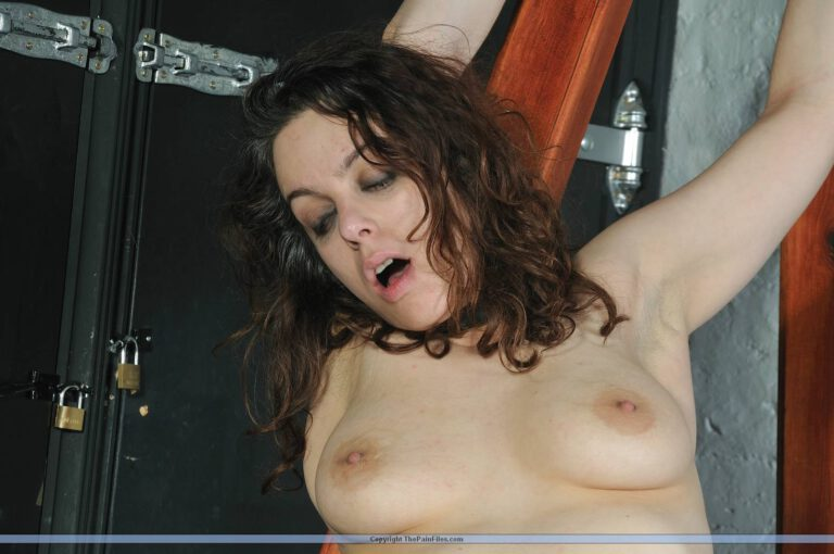 Submissive Beauvoirs tied and spanked